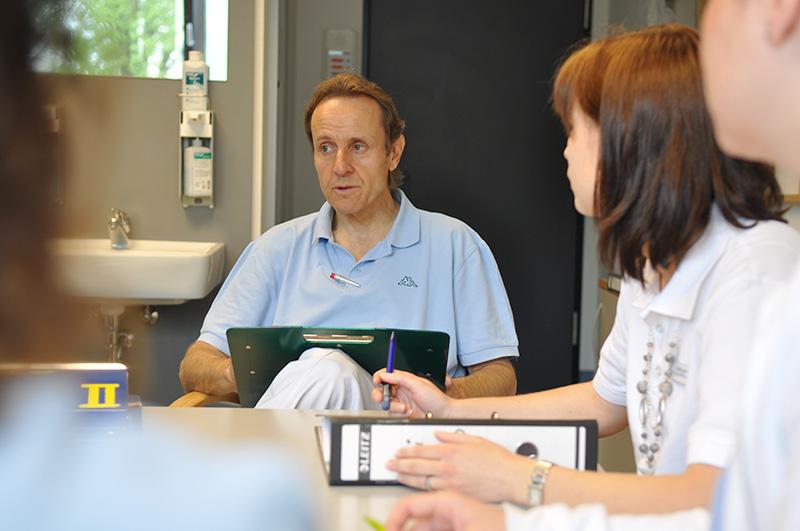 Teambesprechung in der geriatrischen Rehabilitationsklinik